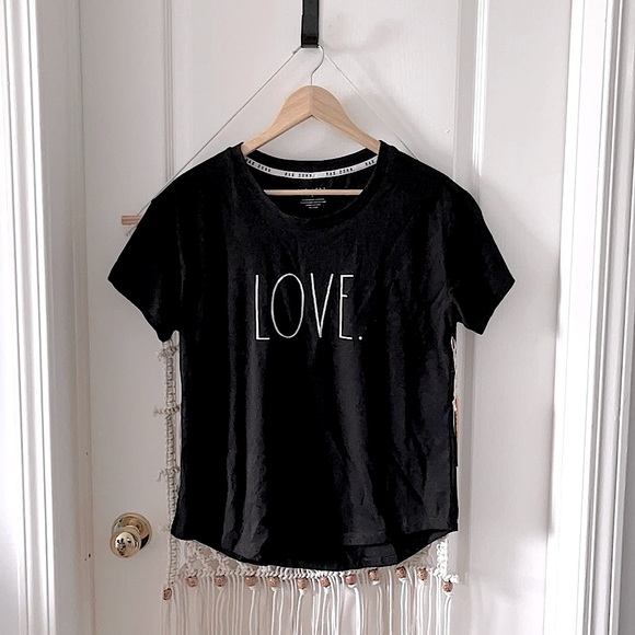 """Rae Dunn """"LOVE."""" T-shirt NWT ⚠️ Firm"""